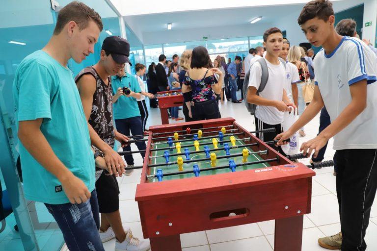 Direitos Humanos - jovens - adolescentes lazer interação social totó jogos (Centro da Juventude Nagib Harmuch, Irati-PR)