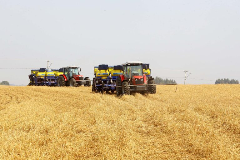 Agropecuária - plantações - tratores produtores rurais fazendas