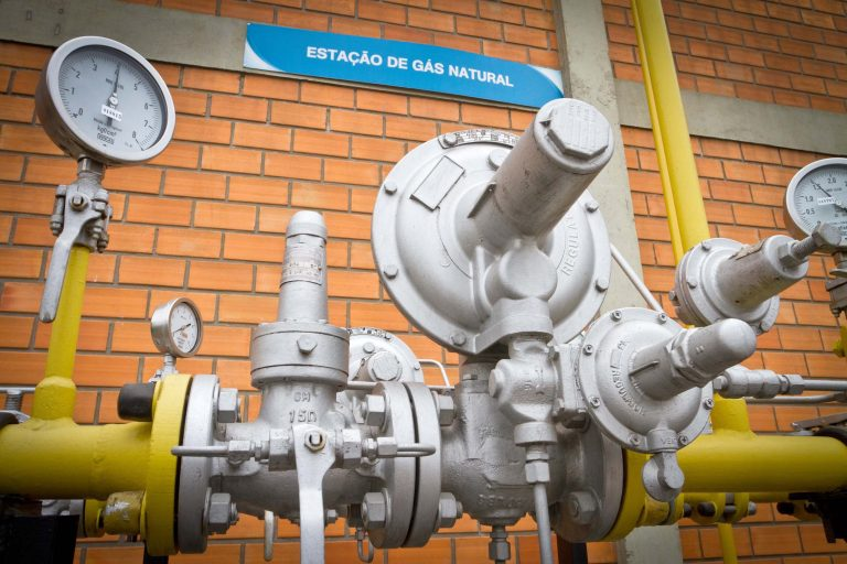 Energia - combustível - gás natural canalizado (estação da Companhia Paranaense de Gás, Compagas)