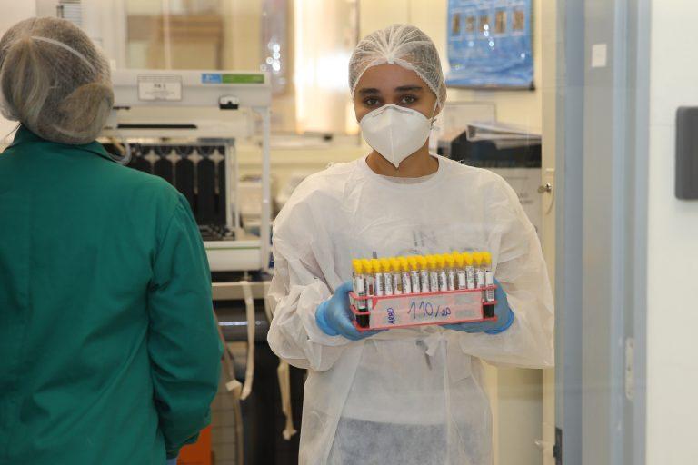 Saúde - doenças - coronavírus Covid-19 pandemia detecção casos contaminação contágio amostras (testes realizados no Lacen, Laboratório Central do Estado do Paraná)