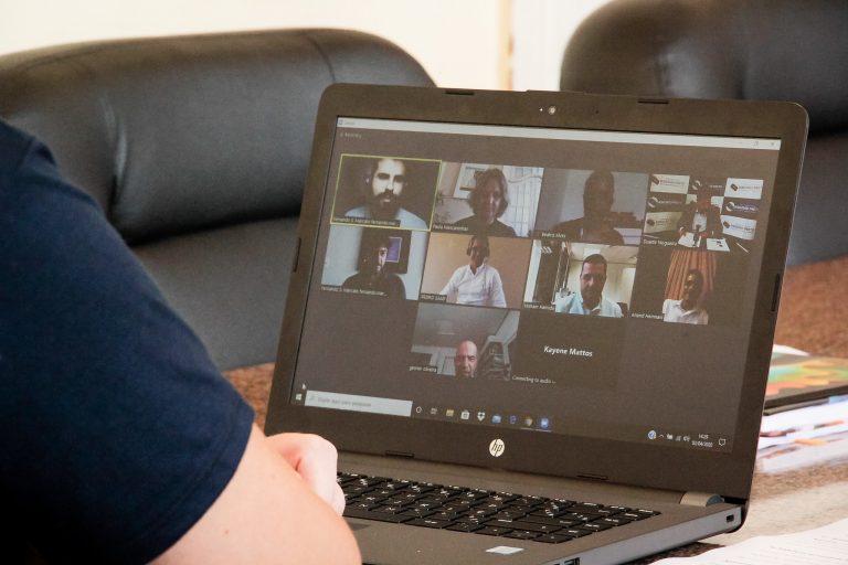 Comunicação - internet - videoconferências home office teletrabalho quarentena coronavírus Covid-19 isolamento social