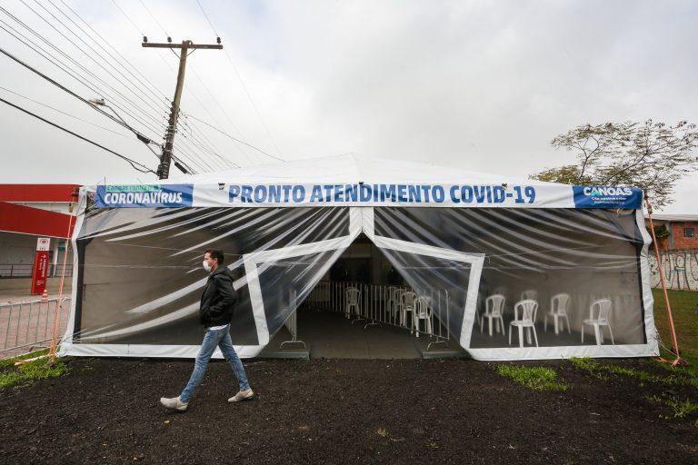 Saúde - doenças - coronavírus Covid-19 pandemias atendimento infectados (hospital de campanha em Canoas-RS)