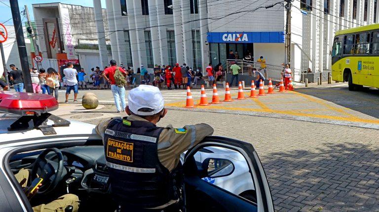 Economia - geral - crise econômica desemprego auxílio emergencial benefícios filas Caixa Econômica Federal CEF coronavírus Covid-19 pandemia (São Luís-MA)