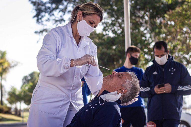 Saúde - coronavírus - testagem testes diagnósticos swab atletas prevenção contágio contaminação Covid-19 pandemia (testes na equipe do time do Cruzeiro)