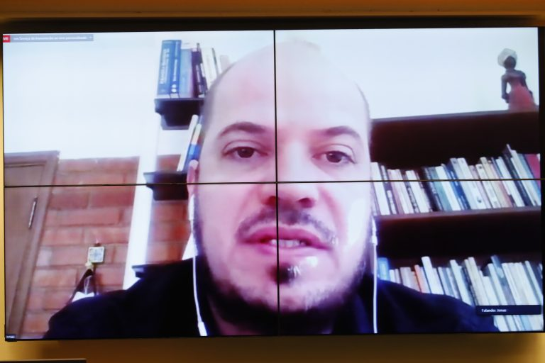 Lei de combate às Fake News. Jornalista, professor de comunicação e pesquisador, Jonas Valente