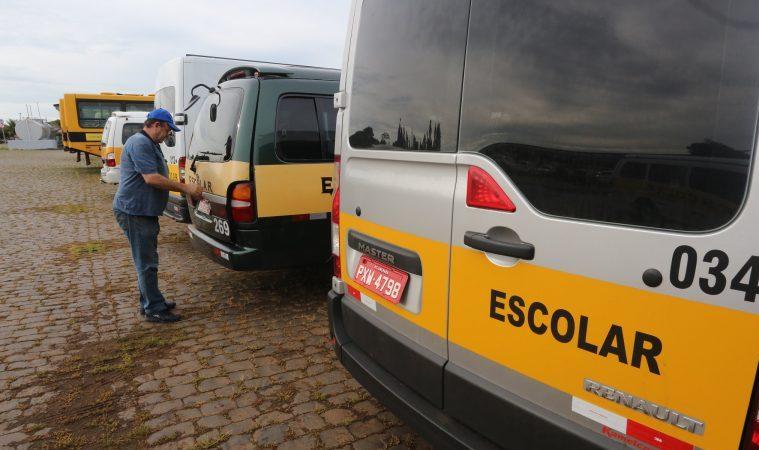 Transporte - transporte escolar - vans ônibus alunos motoristas