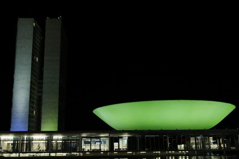 Câmara - geral - prédio iluminado - iluminação - Congresso iluminado de verde em homenagem a luta pelo combate ao coronavírus