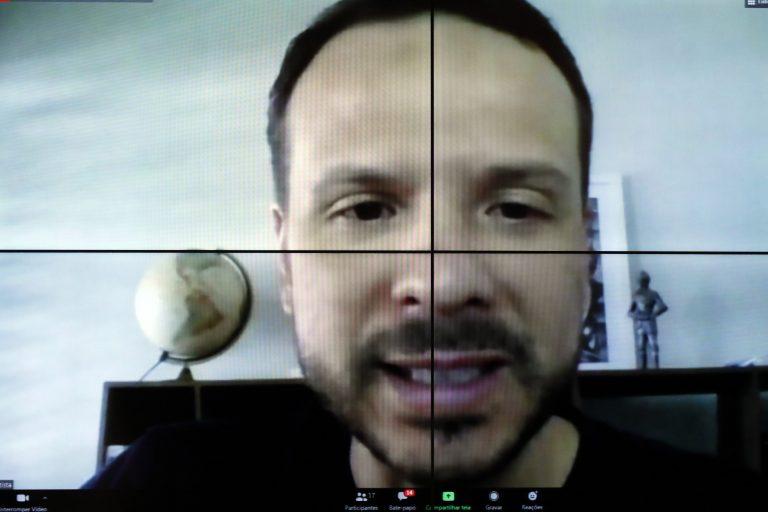 Lei de combate às Fake News. Dep. Professor Israel Batista(PV - DF)