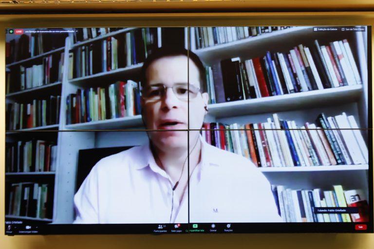 Lei de combate às Fake News. Doutor em Filosofia, professor de Gestão de Políticas Públicas na USP e coordenador do Monitor do Debate Político no Meio Digital, Pablo Ortellado