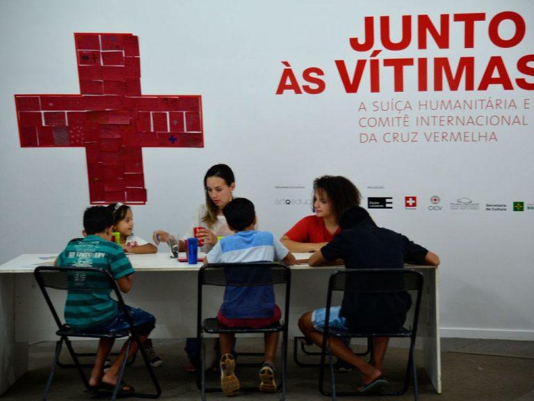 Saúde - geral - Cruz Vermelha brasileira ONG ajuda humanitária direitos humanos doenças atendimento médico socorro (Exposição em 2015 em Brasília-DF)