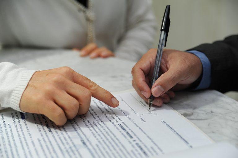 Direito e Justiça - Direito - assinatura contratos divórcios casamentos códigos acordos documentação documentos
