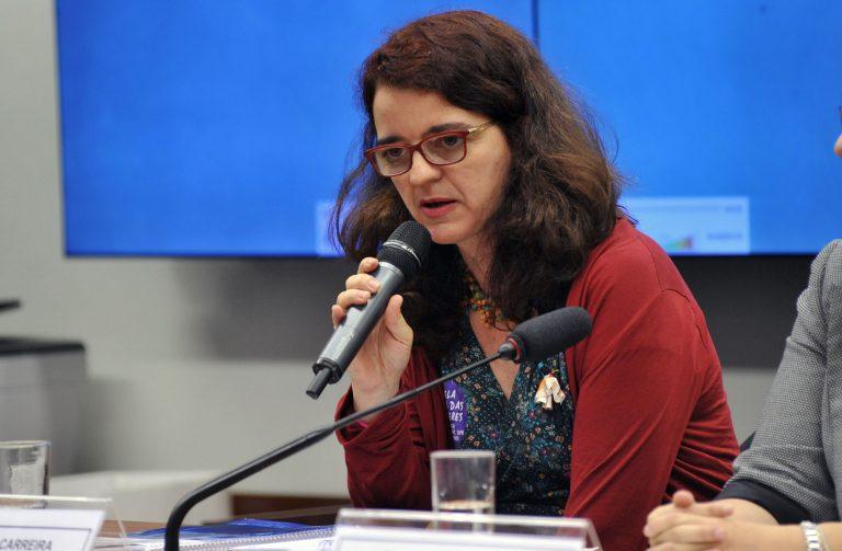 Audiência pública sobre os impactos sociais do Novo Regime Fiscal instituído pela Emenda Constitucional nº 95. Coordenadora da DHEsca Brasil Plataforma de Direitos Humanos, Sr. DENISE CARREIRA