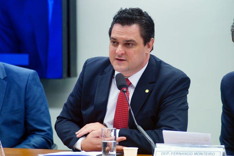 Audiência Pública - Tema: Análise da atuação das empresas estatais no desenvolvimento do saneamento básico no Brasil e a proposta de alteração do marco legal. Dep. Geninho Zuliani (DEM - SP)