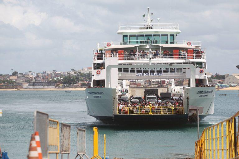 Transporte - barcos e portos - transporte fluvial de passageiros (ferry boat em Salvador-BA)