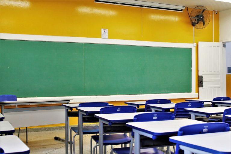 Educação - sala de aula - escolas