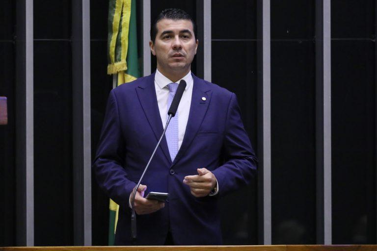 Deputado Luis Miranda discursa no Plenário da Câmara