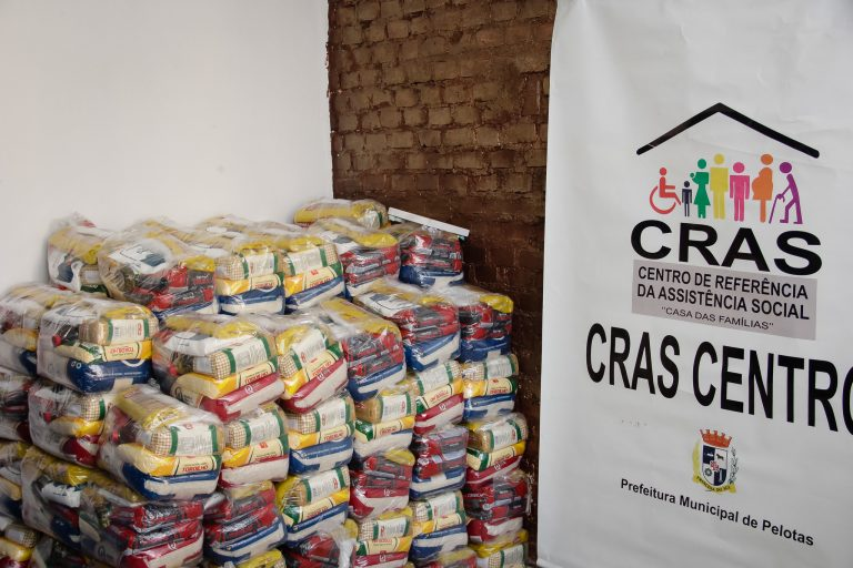 Assistência Social - geral - cestas básicas população carente serviço social segurança alimentar CRAS SUAS Sistema Único de Assistência Social (Centro de Referência de Assistência Social, Pelotas-RS)