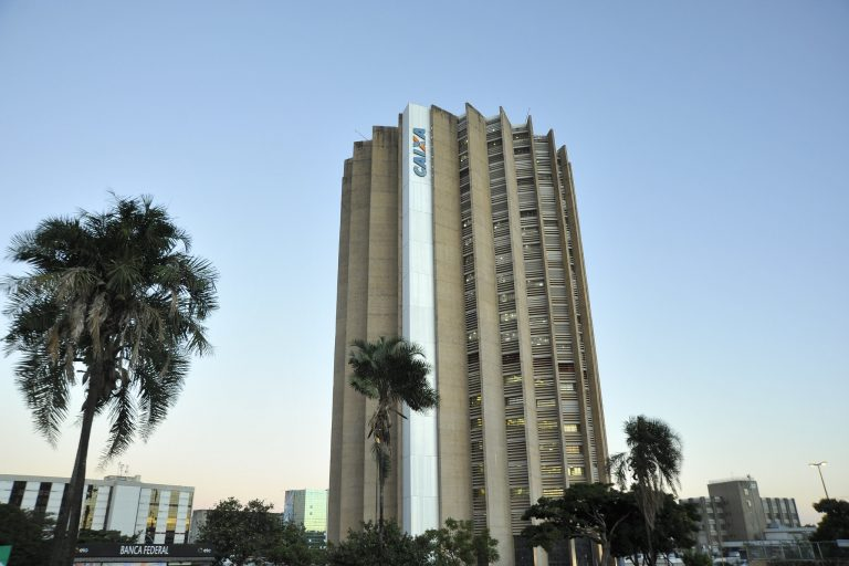 Economia - geral - sistema financeiro bancos CEF (fachada do edifício-sede da Caixa Econômica Federal, Brasília-DF)