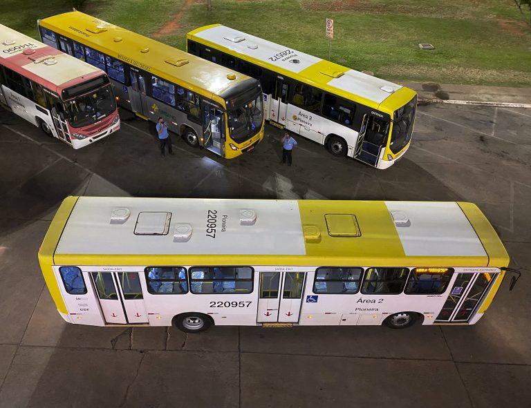 Transporte - ônibus - frota transportes coletivos urbanos rodoviários motoristas (rodoviária de Brasília-DF)