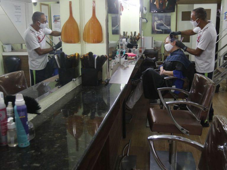 Saúde - coronavírus - reabertura comércio isolamento social máscaras prevenção contágio contaminação cuidados barbearias salões de beleza economia Covid-19 pandemia microempresas (Rio de Janeiro-RJ)