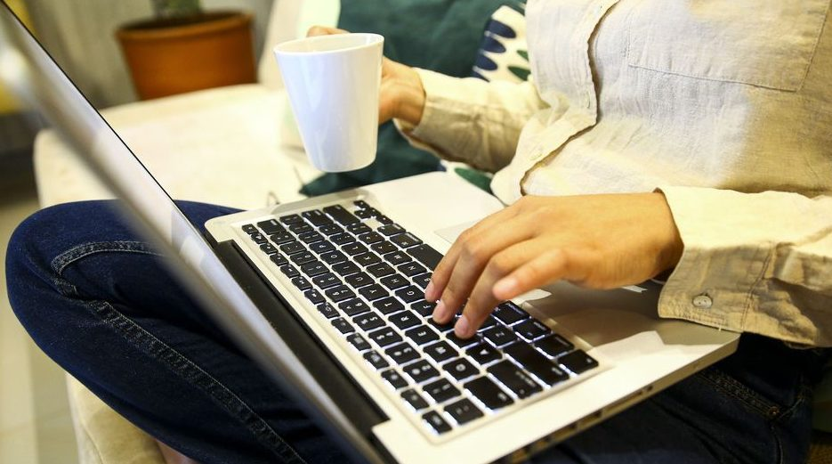 Trabalho - geral - teletrabalho home office isolamento social quarentena tecnologia computador notebook residência trabalhador empregos coronavírus Covid-19 pandemia