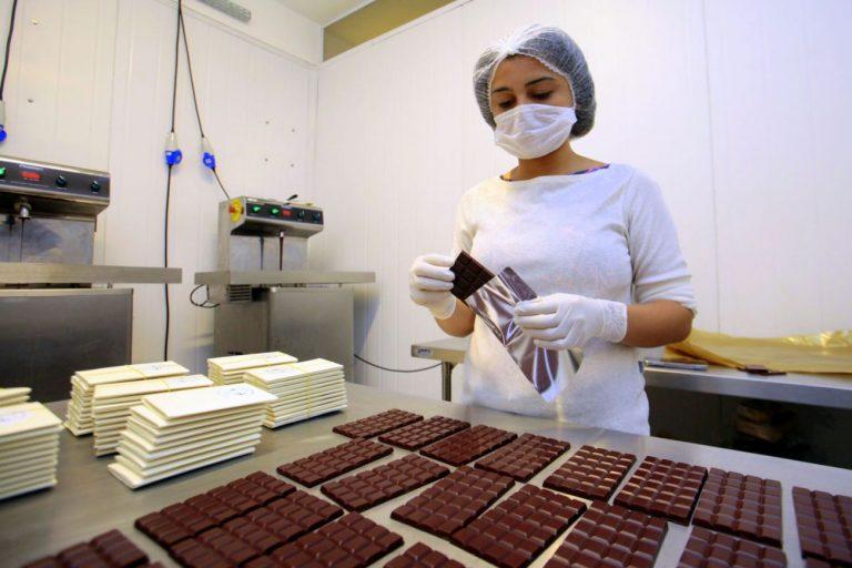 Agropecuária - geral - agroindústrias fábricas chocolate cacau alimentos trabalhador trabalho empregos produção