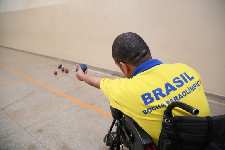 Direitos Humanos - deficientes - esportes paralímpicos deficiência física cadeirantes (atleta paralímpico de bocha)