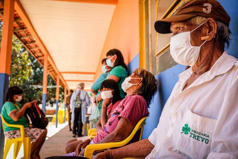 Saúde - coronavírus - indígenas índios exames diagnósticos atendimento consultas assistência médica Covid-19 pandemia direitos humanos saúde (Operação Xavante, dos ministérios da Defesa e da Saúde, em aldeias de Mato Grosso)