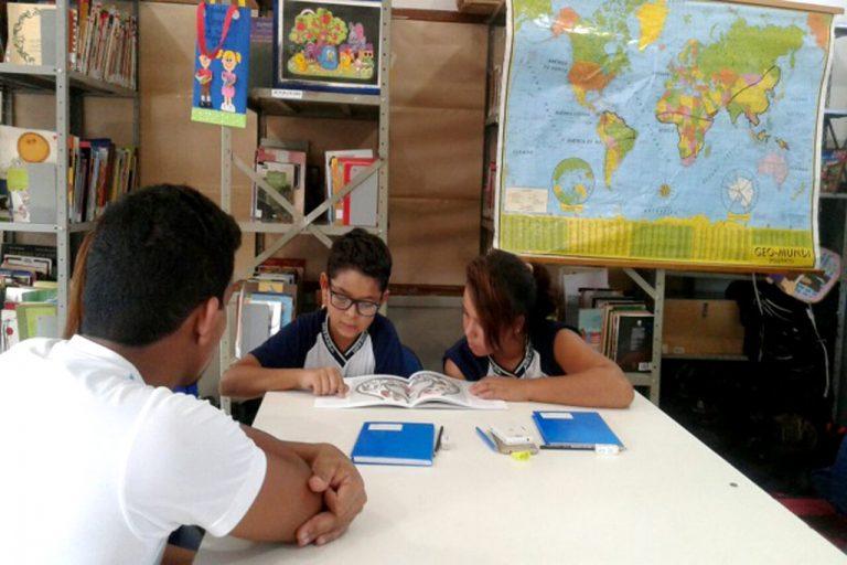 Educação - geral - alunos estudantes estudos supervisão reforço escolar deveres tarefas estudo adulto professores particulares bibliotecas
