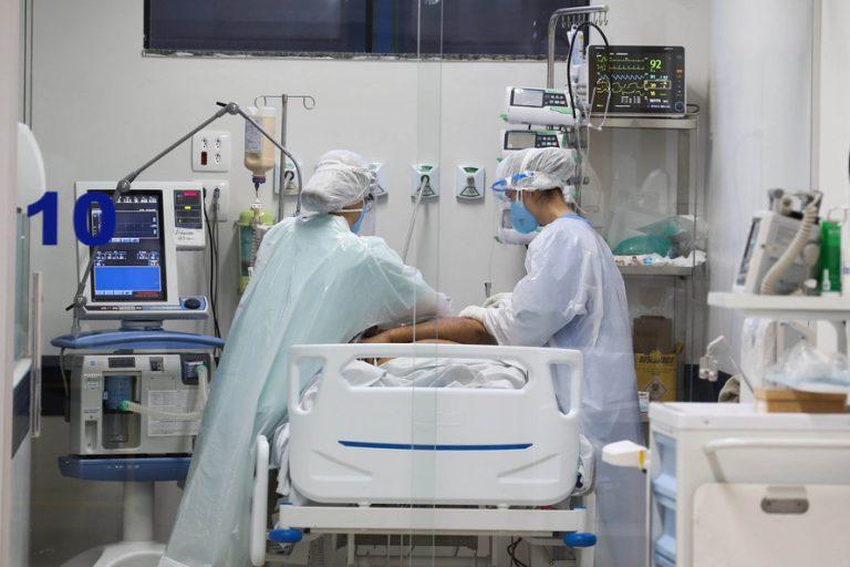 Saúde - coronavírus - UTIs profissionais saúde internação hospitais leitos tratamentos pacientes Covid-19 pandemia