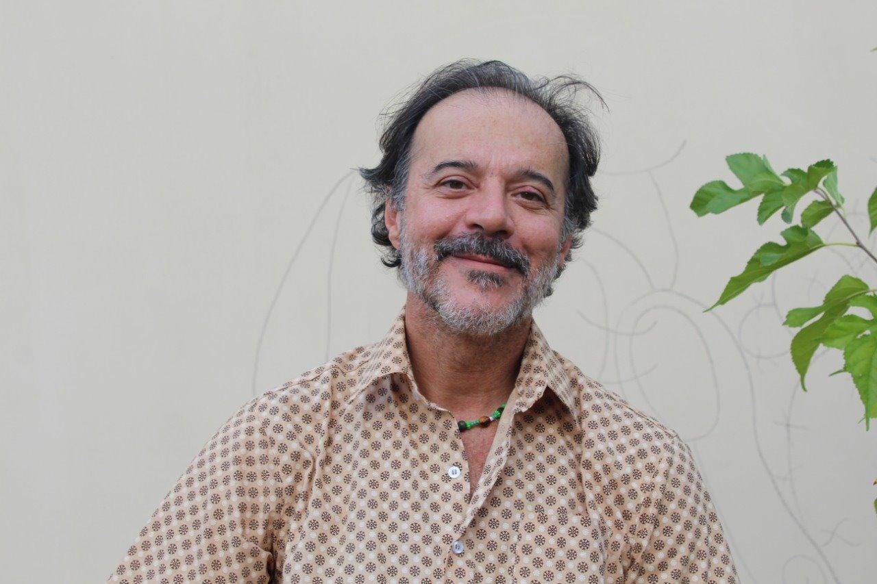 Ricardo Guti: devoção a Dioniso e à cultura popular