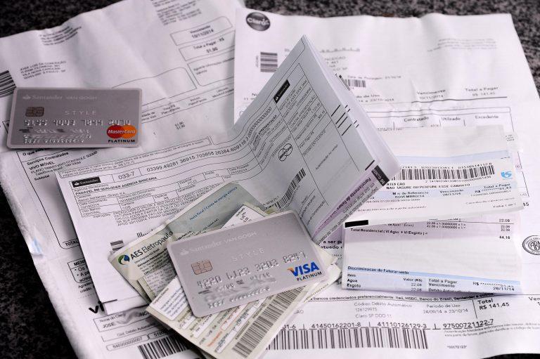 Economia - consumidor - contas a pagar boletos despesas orçamento doméstico dívidas devedores Serasa cadastro positivo consumidores SPC negativação nome