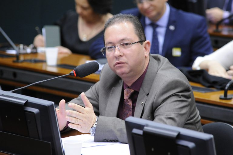 A radiodifusão brasileira: desafios e soluções. Dep. Alex Santana (PDT-BA)