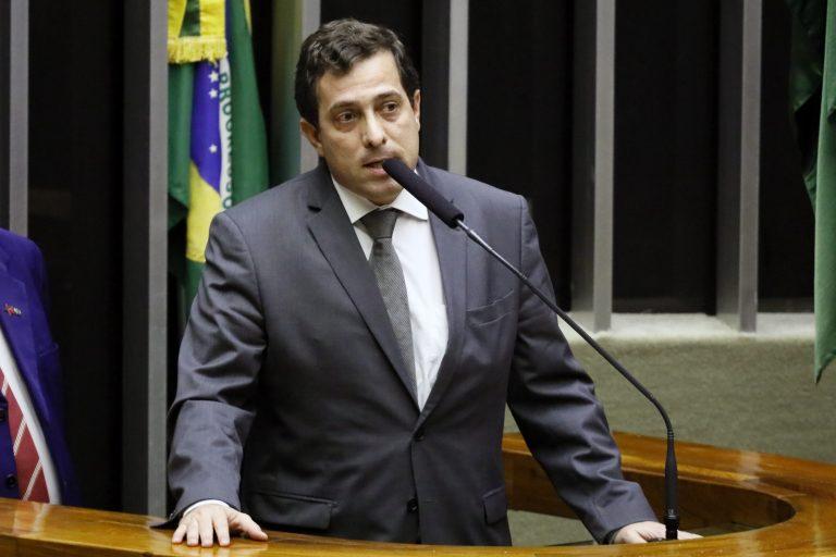 Deputado Gervásio Maia discursa no Plenário da Câmara