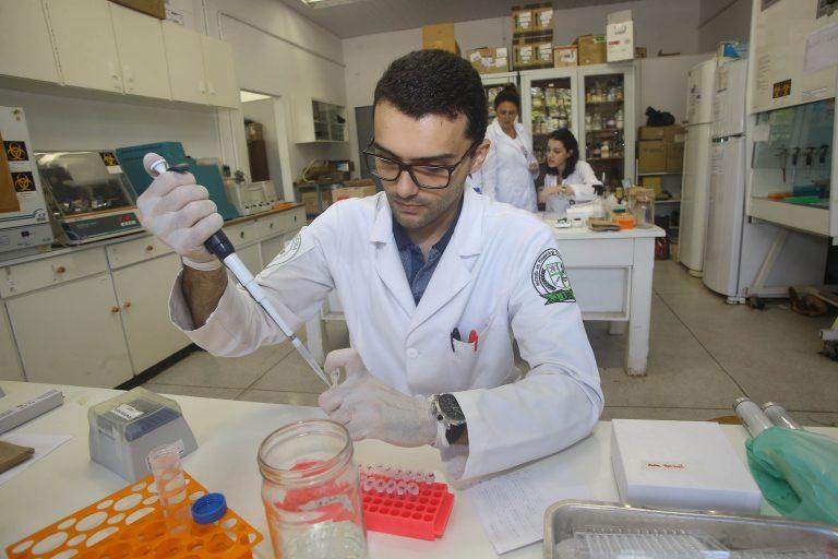 Tecnologia - pesquisa - ciência pesquisadores laboratórios universidades mestrados
