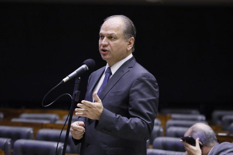 Deputado Ricardo Barros discursa no Plenário da Câmara