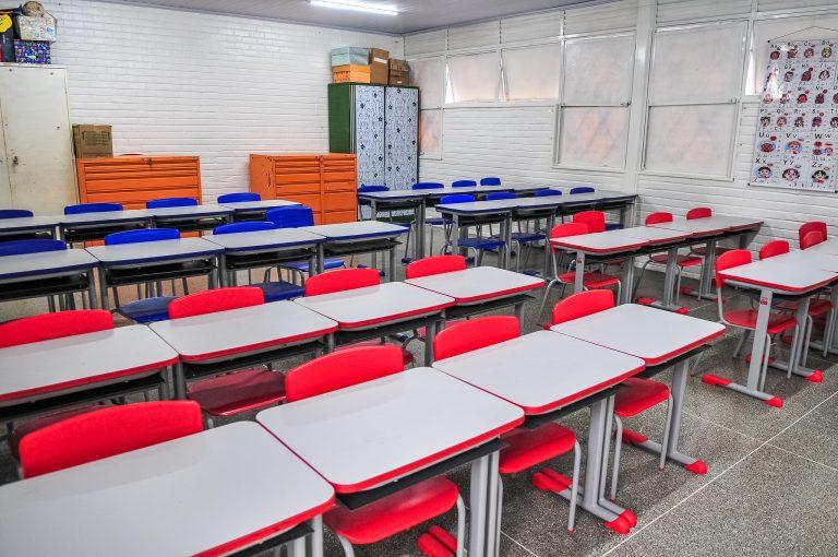 Saúde - doenças - coronavírus Covid-19 pandemia educação escolas fechadas quarentena isolamento social prevenção contágio (sala de aula vazia em escola da Ceilândia-DF)