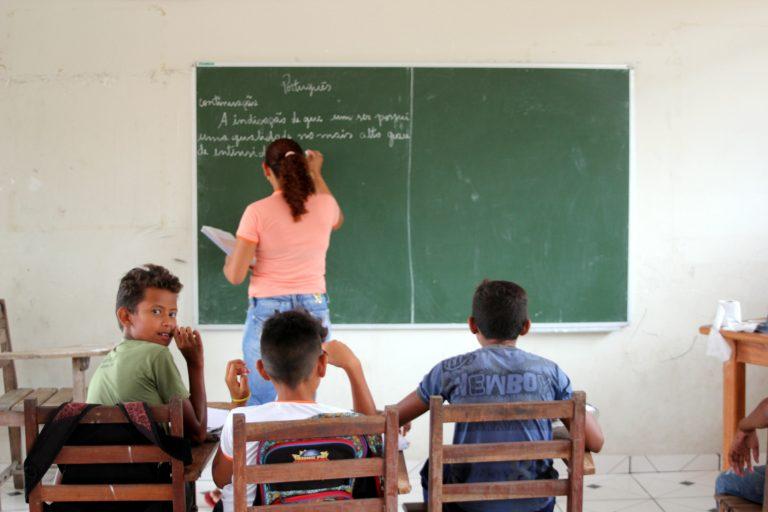 Educação - sala de aula - ensino rural professores alunos escolas rurais estudantes magistério (Reserva Extrativista (Resex) Renascer, Prainha-PA, 2014)