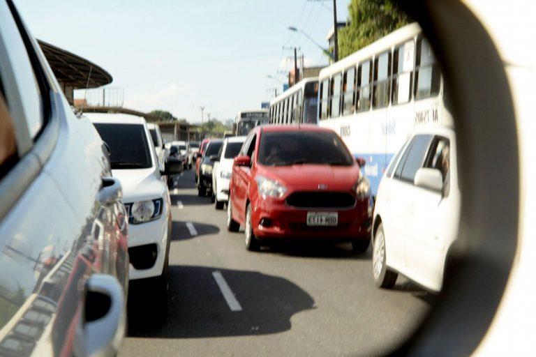 Transporte - carros - trânsito engarrafamentos veículos cidades mobilidade urbana
