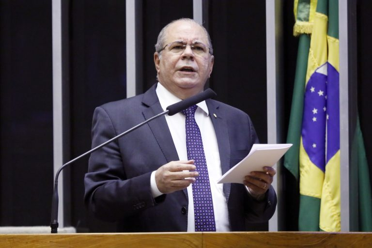 Deputado Hildo Rocha discursa no Plenário da Câmara