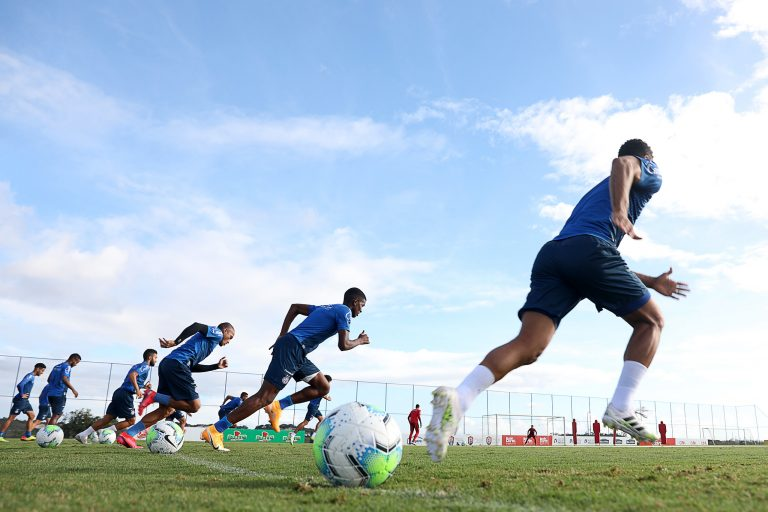 Esportes - futebol - atletas jogadores treinos condicionamento físico