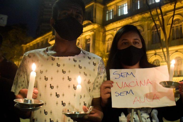 Educação - geral - coronavírus Covid-19 pandemia isolamento social manifestações ensino alunos estudantes pais (protestos e vigília em São Paulo contra volta às aulas no estado, 28/8/20)