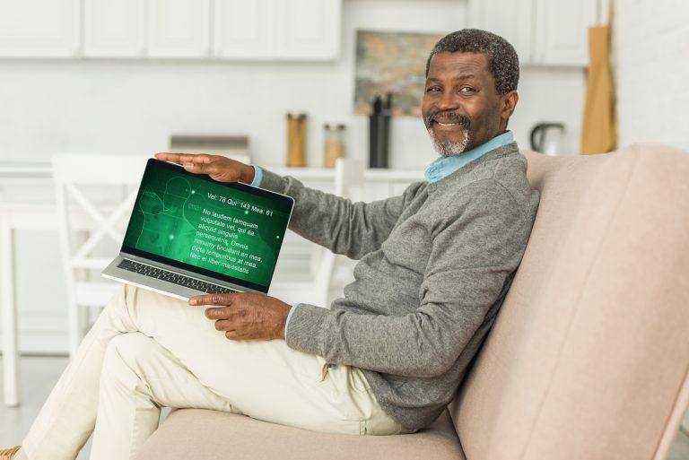 Comunicação - internet - tecnologia computadores dados pessoais negros raças