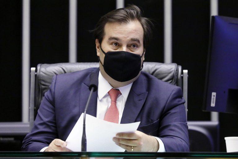 Presidente da Câmara, deputado Rodrigo Maia, com máscara de  proteção no rosto