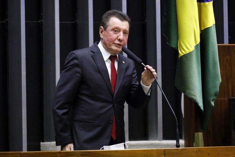 Deputado José Nelto discursa no plenário da Câmara