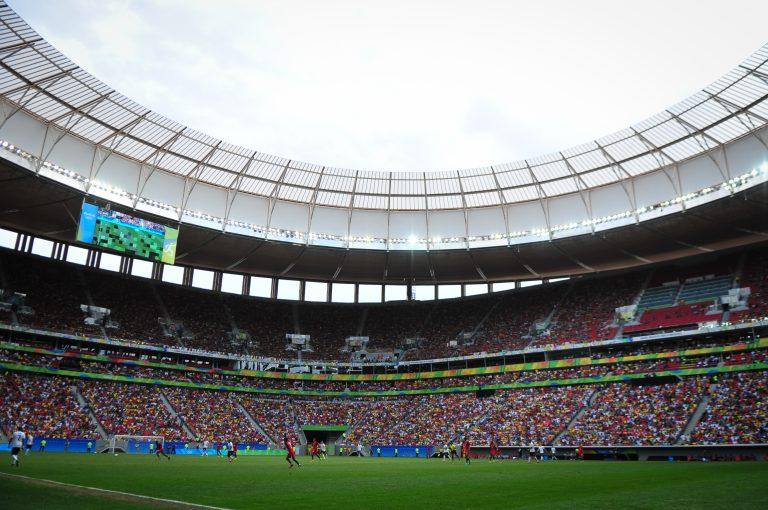 Esporte - futebol - estádio Mané Garrincha torcidas arquibancadas público torcedores jogadores