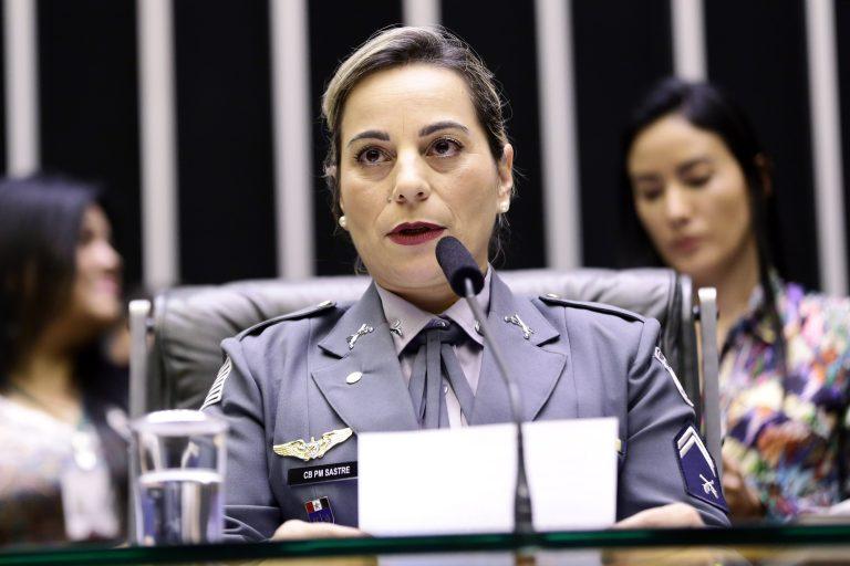 Homenagem ao Dia do Policial e Bombeiros Militares. Dep. Policial Katia Sastre (PR - SP)
