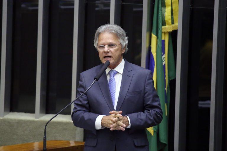 Deputado Vanderlei Macris discursa no Plenário da Câmara