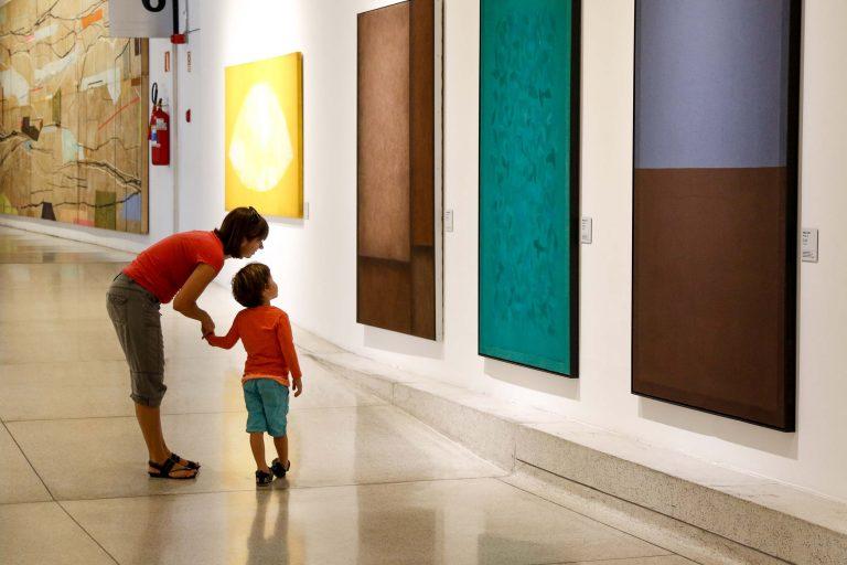Cultura - geral - museus exposições crianças artes abstrata educação infantil (Museu Oscar Niemeyer, Curitiba-PR)