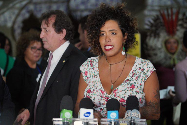 Deputada Talíria Petrone concede entrevista coletiva